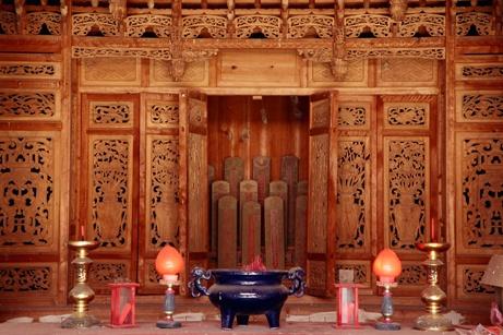 Sắp xếp bàn thờ thần Phật, gia tiên để gặp nhiều may mắn?